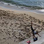 Barcelona Buka Kembali Pantai untuk Berjemur