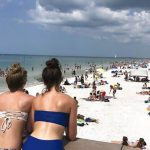 Kasus COVID-19 Naik, Warga AS Liburan ke Pantai, Apakah Mereka Sudah Bersahabat dengan Corona?