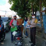 Cegah Penularan, Relawan COVID-19 Mahasiswa UNRI Bagi-Bagi Masker di Pekanbaru