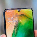 Punya Smartphone Samsung, Tapi Kurang Suka Notch? Begini Cara Menyembunyikannya