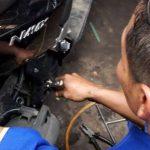 Bahaya, Jangan Semprot Angin Kompresor ke Mesin Saat Mengganti Oli