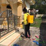 Tim KKN Unri di Bengkalis Lakukan Penyemprotan Disinfektan