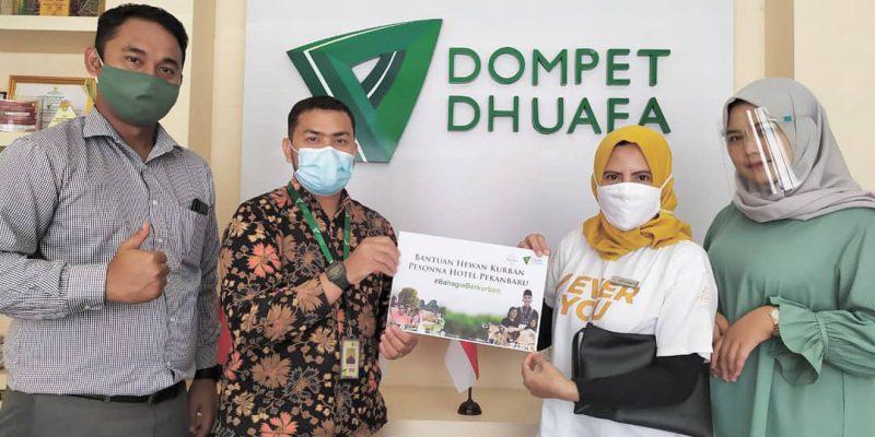 Pesonna Hotel Pekanbaru Serahkan Hewan Kurban Melalui Dompet Dhuafa