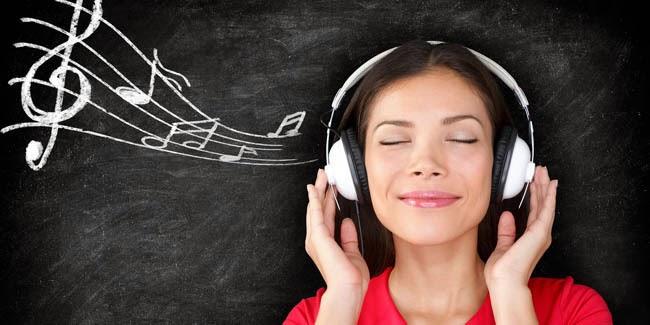 Bisa Hilang Pendengaran, Ini Bahaya Pakai Headset Berlebihan