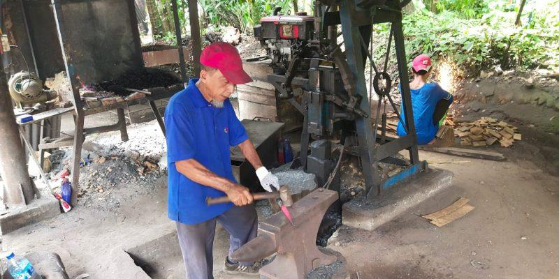 PTPN V Rangkul Pandai Besi di Kampar, 'Pejuang' Ekonomi di Tengah Pandemi