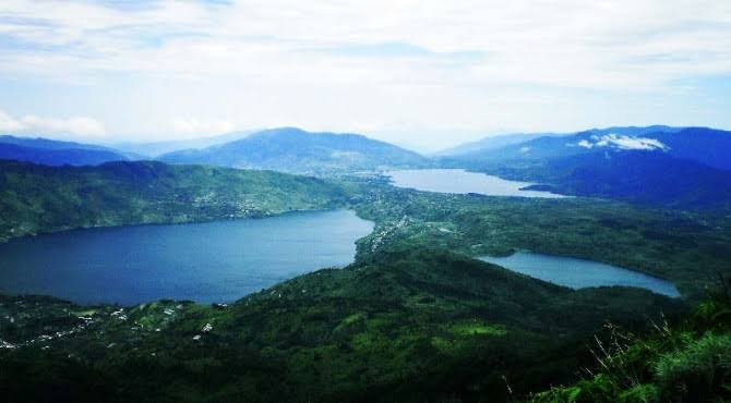 Menikmati Hamparan 3 Danau dari Puncak Gunung Talang